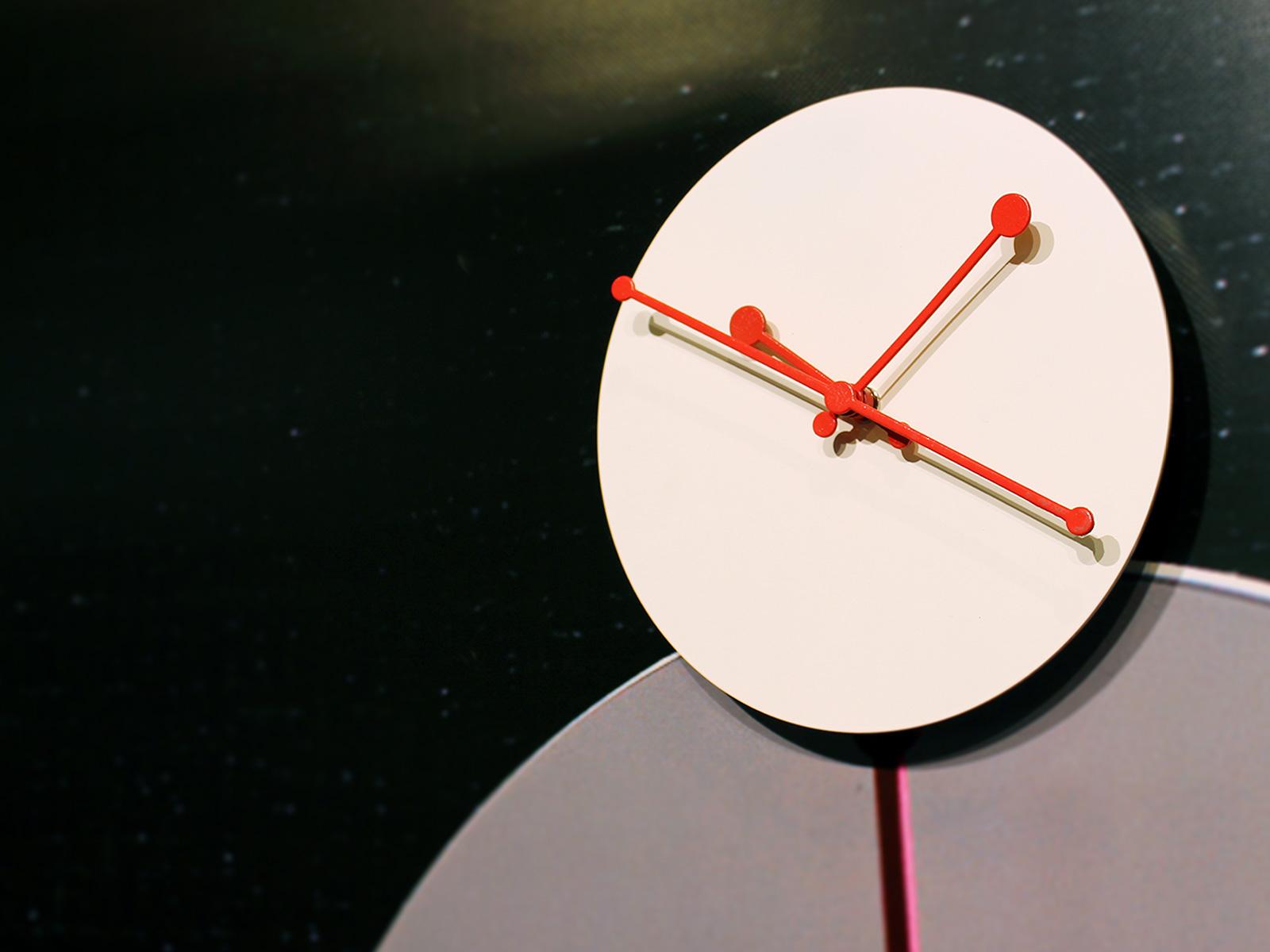 Dotty Clock van Alessi: design het klokje rond