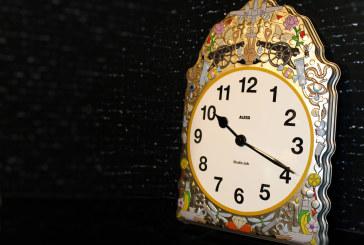 Belgische Studio JOB ontwerpt kunstig klokje voor Alessi