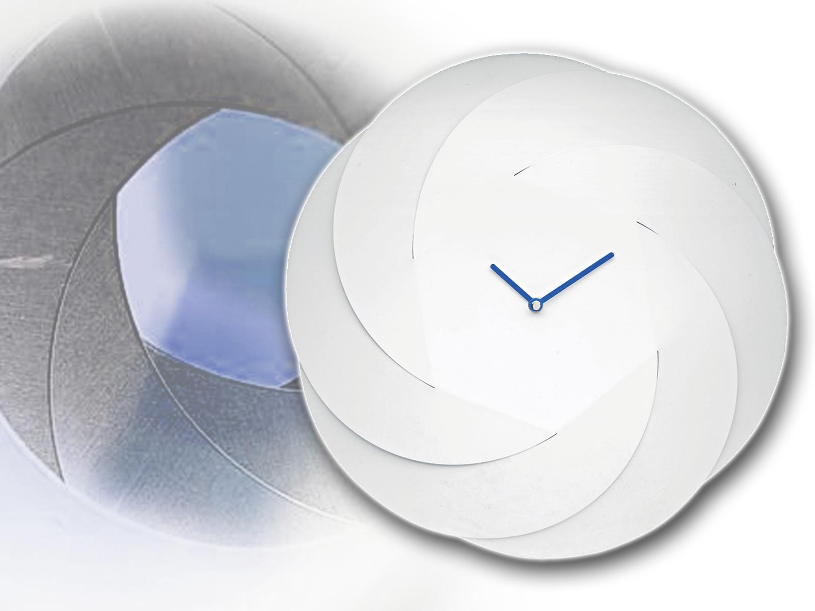 De Infinity Clock verbaast in visueel vederlichte eenvoud